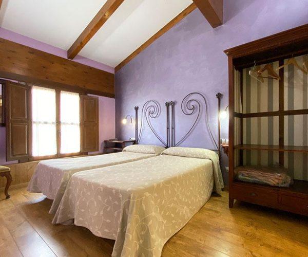 Habitación doble con dos camas de 90x190 cm