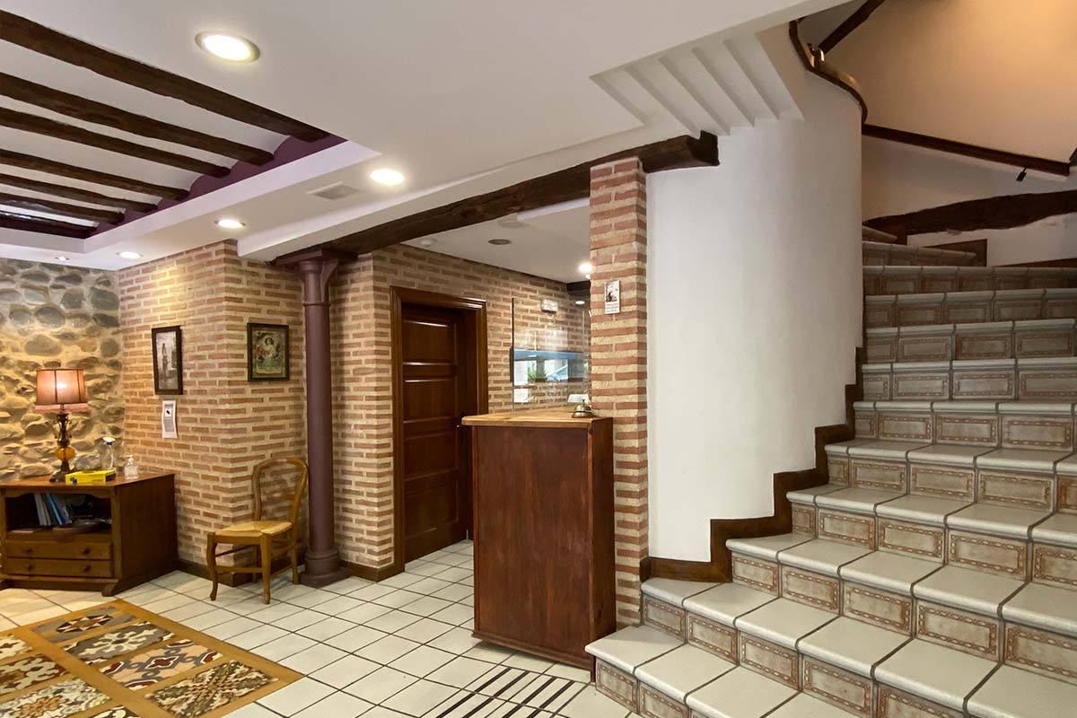 Hostal Santo Domingo de la Calzada - Escalera habitaciones